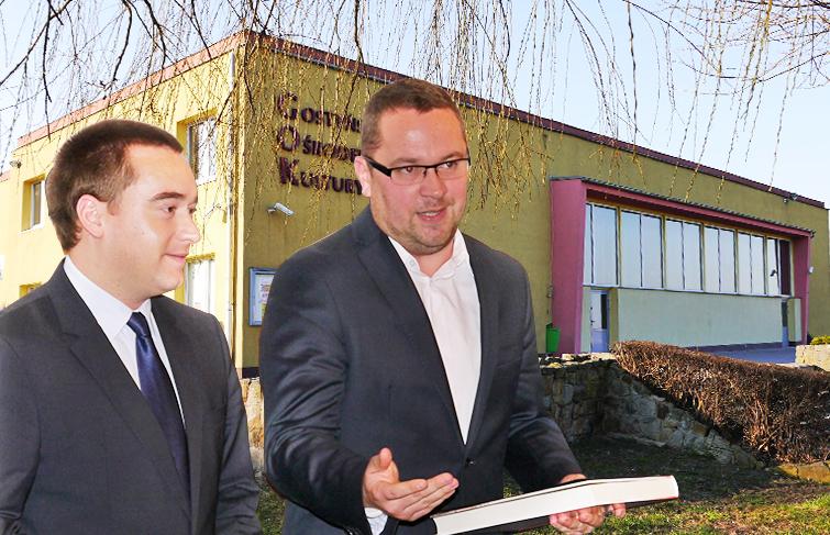 Nowy dyrektor GOK Hutnik wraz ze swoim mocodawcą