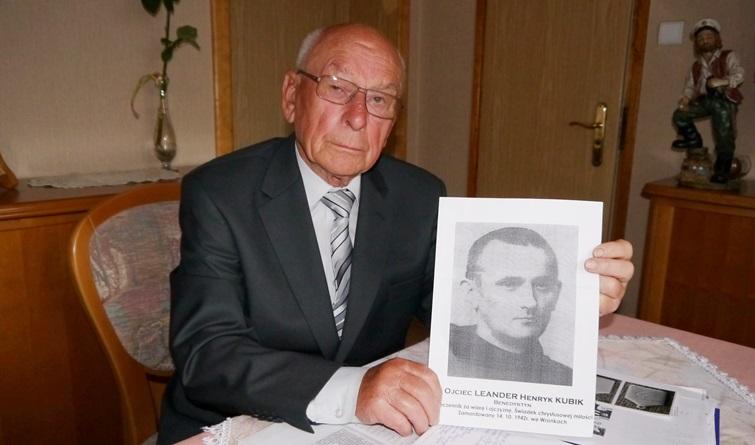 Marian Sobkowiak z  portretem ojca Leandra